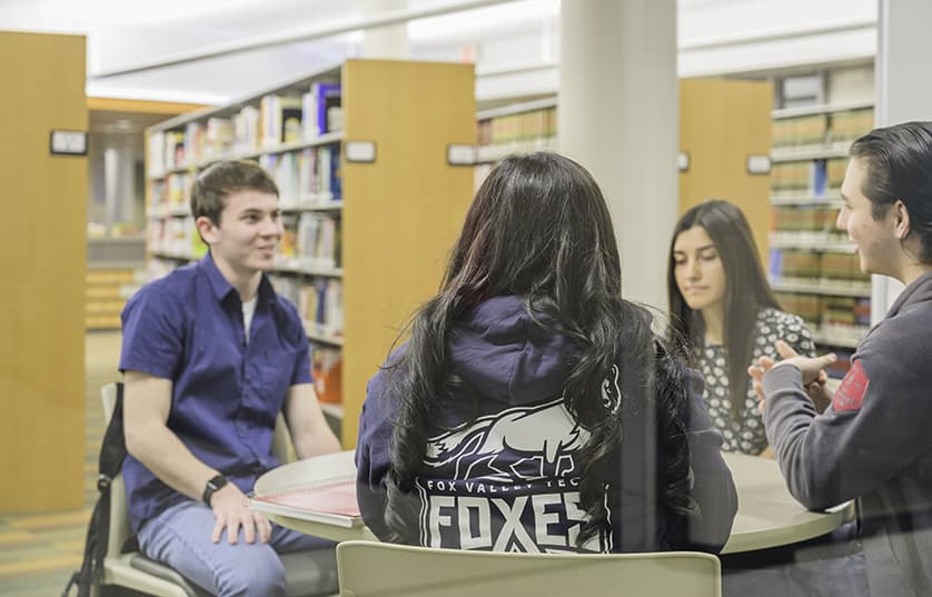 FVTC students in library